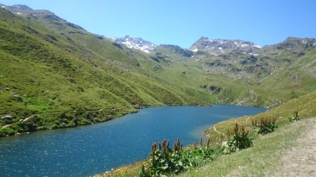 Steven Deschuyteneer Bergwandeling blootvoets een goed idee Lac Les Menuires
