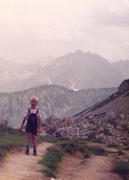 Steven Deschuyteneer Bergwandeling blootvoets een goed idee kind