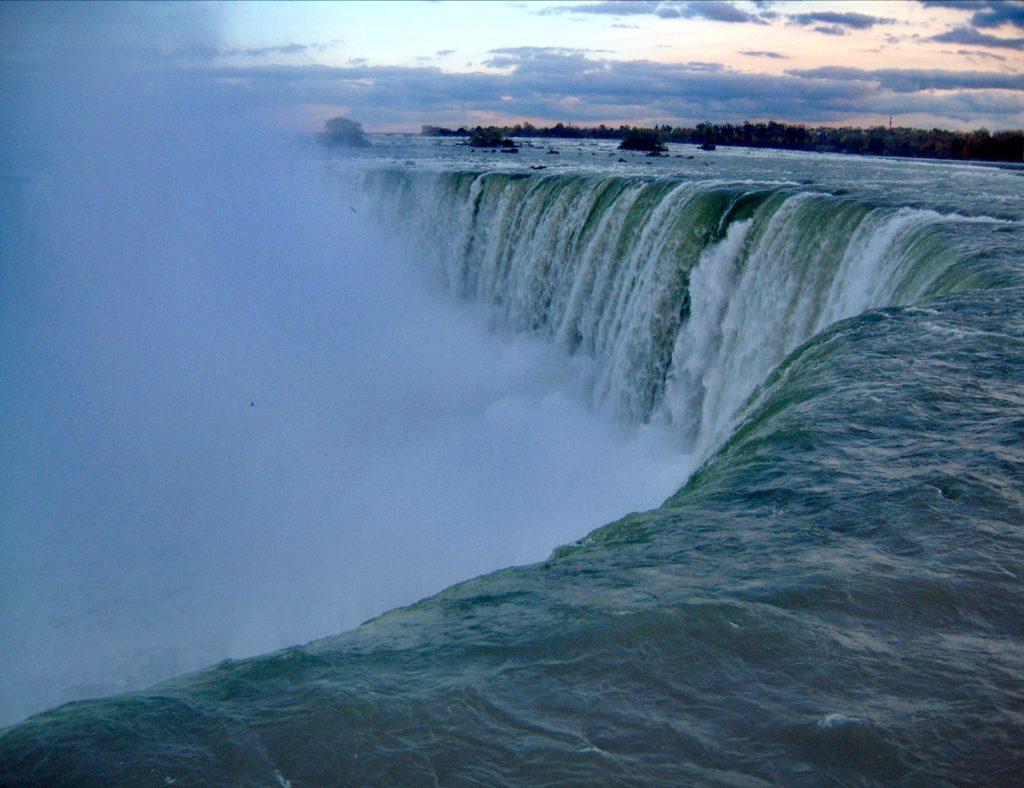Steven Deschuyteneer De mens zijn dominantie op de natuur of net niet Niagara watervallen
