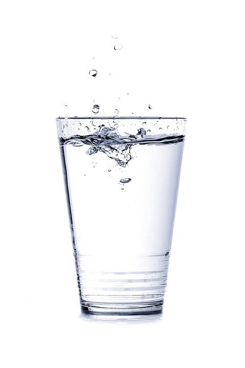 Steven Deschuyteneer Ik teste hoe lang ik kan leven zonder te eten en hier is het resultaat glas water