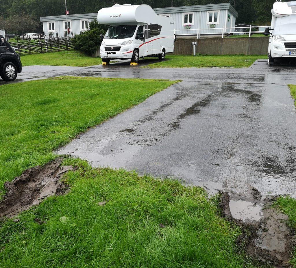 Steven Deschuyteneer Motorhome Mobile Home ervaring Denemarken Zweden Noorwegen Götenborg nat gras