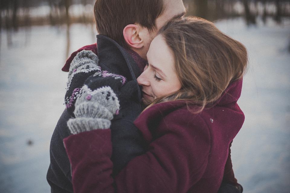 Steven Deschuyteneer Geen kus geen hand nieuwe manier groeten voor betere wereld knuffel